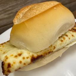 Pão Francês com Queijo Coalho Quente