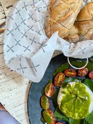 Burrata com Pesto de Manjericão
