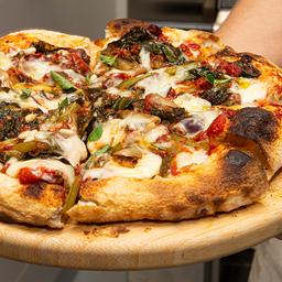 Pizza de Escarola com Pinholes - Média