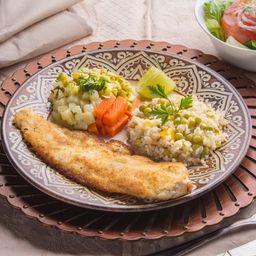 Filé de Pescada Branca Empanada com Arroz Integral à Grega