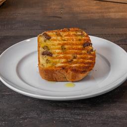 Pão de Azeitona + Salada + Bebida + Doce