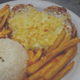 Frango à Parmegiana + arroz e fritas