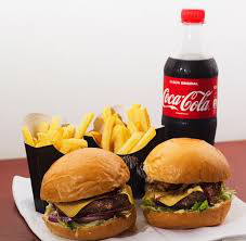 Combo casal: 02 hambúrguer artesanal + 01 Coca-Cola  600ml
