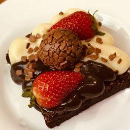 Brownie Confeitado de Morango