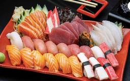 12 Sushis + 12 Sashimi