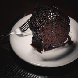 Fatia de Bolo de Chocolate e Cappucciono