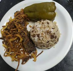 Arroz com lentilha + kafta + pimentão recheado