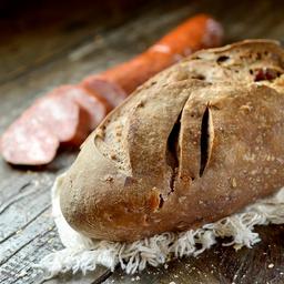 Pão de Calabresa, Vinho Tinto e Nozes
