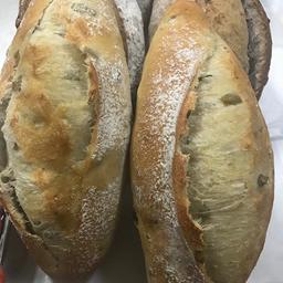 Pão Fermentação Natural Azeitonas e fio de azeite