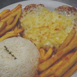 Bife à Parmegiana + arroz e fritas