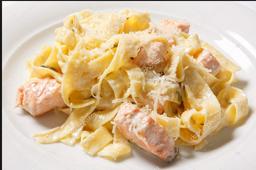 Fettucine ao molho branco com tiras de frango