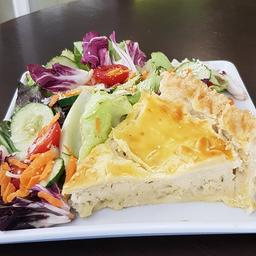 Torta salgada de palmito com salada  160g