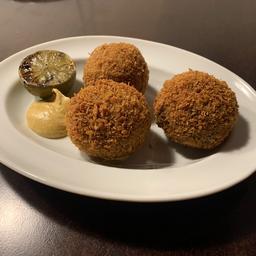 Croquetas de carne com queijo (3 unidades)
