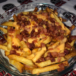 Batata Frita Artesanal com Cheddar e Bacon