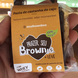 Brownie fit - recheado com pasta de castanha de caju