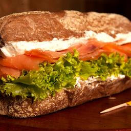 Sanduíche de salmão