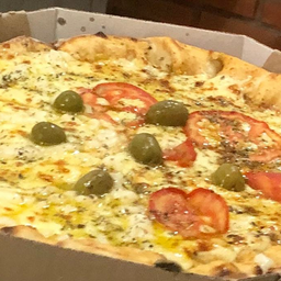 2 Pizzas + Refrigerante Tiss