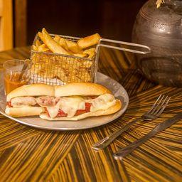 Sanduíche de Linguiça com Queijo e Mostarda Escura