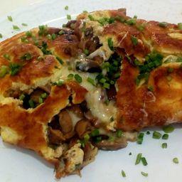 Omelete de Cogumelo e Queijo e Salada