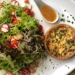 Salada com Quiche de Ricota