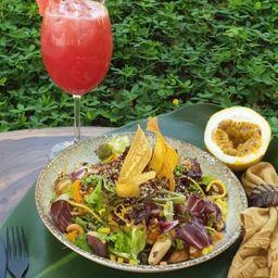 Combo 4 - 2 Saladas Quinoa e 2 Sucos de Morango