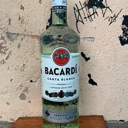 Garrafa de Rum Bacardi