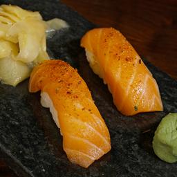 Niguiri salmão e azeite trufado