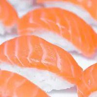 10 Sushi de Salmão