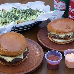 2 burgers + porção + 2 refrigerantes