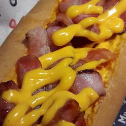 Cachorro Quente com Cheddar e Bacon