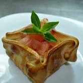 Empanada de Mussarela, Tomate e Manjericão