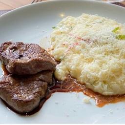 Escalope de filé mignon com risoto parmesão - sobremesa grátis
