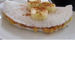 Tapioca de banana com pasta de amendoim