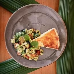 Quichê com Salada Verde