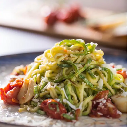 Espaguete de Abobrinha com Tomates Assados