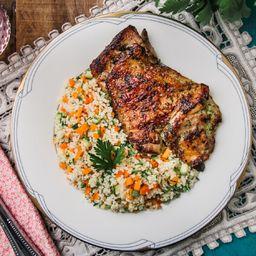Sobrecoxa grelhada e couscous marroquino + acomp. grátis