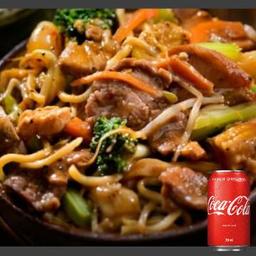 Combo Yakissoba de Carne e Refrigerante 350ml