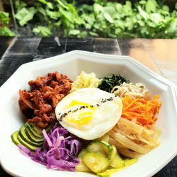 Cogumelo Bibim-Bap com Honey Garlic Chicken