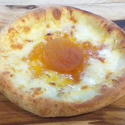 Esfiha de Damasco com Queijo Brie