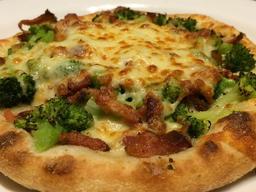 Esfiha de Brócolis, Bacon e Muçarela
