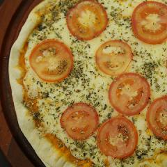 Pizza de Mussarela com Tomates