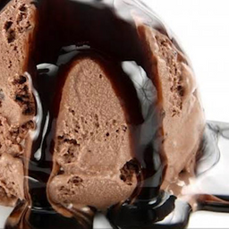 Sorvete Itália com Calda de Chocolate e Crocante