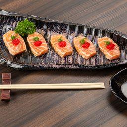 5 Sashimi de Salmão Maçaricado com Ovas