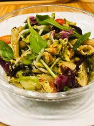 Salada de Penne ao Pesto com Frango Desfiado
