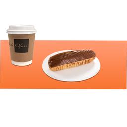Cappuccino Pequeno e Eclair de Chocolate
