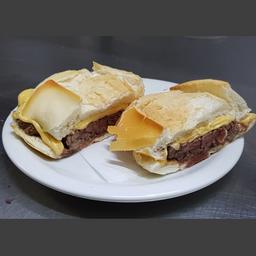 Sanduíche de Churrasco com Queijo