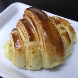 Croissant queijo minas frescal