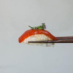 Dupla de sushi pimentão vermelho confitado