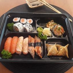 Bentô Sushi e Enrolados Só Salmão