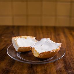 Pão Francês com Requeijão